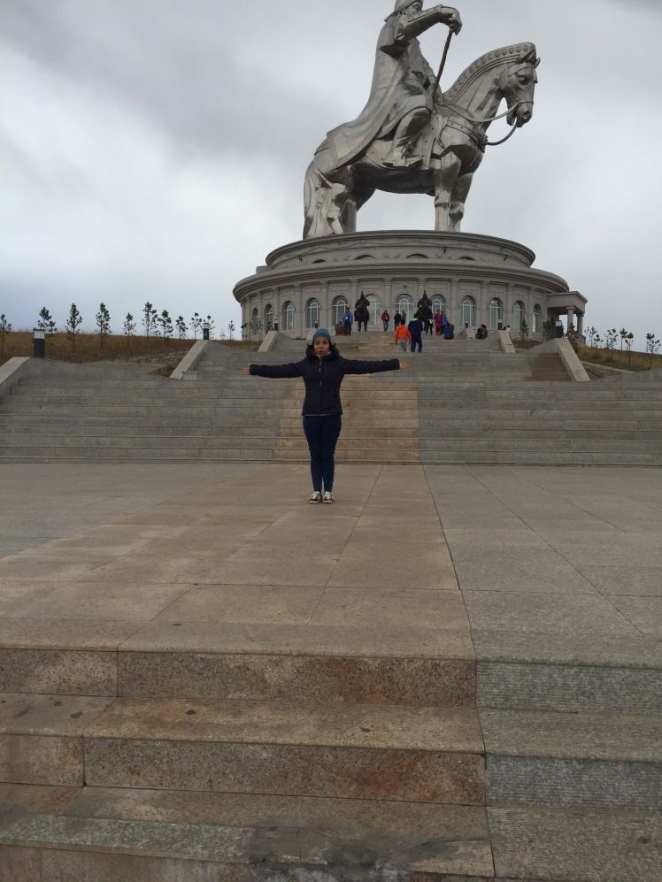 I don't know what I was trying to show. Maybe that the statue is really big?